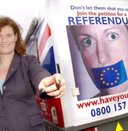 Inghilterra. Riammessa l'europarlamentare lesbica che si era rifiutata di sedere di fianco ai leghisti omofobi.