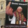 I cattolici contro i diritti di gay e lesbiche: rinunciamo agli aiuti umanitari