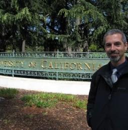 """L'Ateneo di Firenze indaga sul ricercatore """"negazionista"""" che cura l'Aids con lo yogurt"""