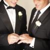 Dopo Intesa Sanpaolo anche la Synlab di Brescia estende tutele a coppie gay e lesbiche. Ma l'accordo non convince