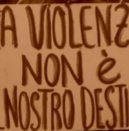 Stickers contro la violenza sulle donne: apericena per la campagna di Onda Rosa