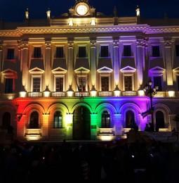 La provincia rainbow per le vittime di Orlando