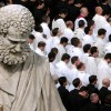 Di giorno a messa, la notte nei club gay: la doppia vita dei preti in Vaticano