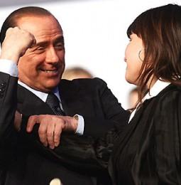 """Berlusconi """"Con me al governo mai unioni omosessuali"""", solo prostitute e mafiosi!"""