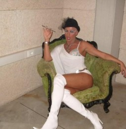 Consiglio di Stato sospende foglio di via alla drag queen