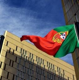 Portogallo: il Parlamento dice no, per la seconda volta, alle adozioni per le coppie omosex